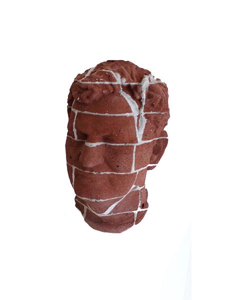 Beeld bakstenen hoofd torso - Overkamp Gedenktekens
